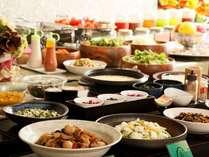 全館のリニューアルに併せ、大人気の朝食バイキングも強化!より一層力を入れてます♪