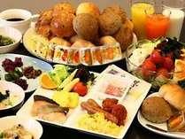 和洋45種の本格朝食ビュッフェ!8階にて6時30分より好評実施中♪