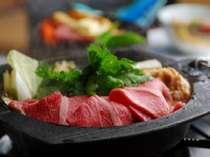 上質な肉の旨みを新鮮な地元野菜とともに味わう♪すき焼き例
