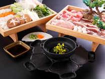 <義経鍋>栄養満点の義経鍋♪五種類のお肉は焼いて甘ダレ、野菜は煮てポン酢で♪一度に両方楽しめます。