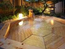 総檜造りの露天風呂(水道水循環)