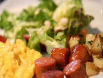 朝食メニュー一例:和洋のメニューが勢ぞろい♪ヘルシー&ボリューム満足!