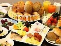 新鮮な食材にこだわった朝食バイキングは和洋20種以上のメニューが勢ぞろい♪