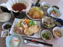 「夕食膳」イメージ※季節により料理内容が異なります