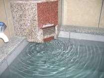 お風呂をリニューアルしました、24時間入浴出来ます(源泉掛け流しです)。皆様のお越しお待ちしています