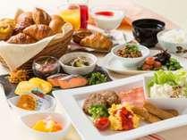 和洋メニュー豊富な朝食ビュッフェ!焼き立てパンは絶品♪