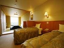 富士山を望む絶景の客室(3から6人用)