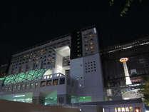 昼とはまた違う京都駅ビル(外観イメージ)