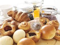 ホテルメイドのパンをお愉しみいただける「ル・タン」ブフェ朝食(イメージ)