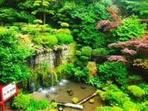 【中庭】風情あふれるお庭を趣のある洋館風のロビーから眺めて旅の気分をご満喫ください。