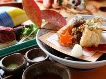 和食会席一例。目で舌で楽しんでいただけるよう、盛り付けにもこだわっています