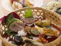 炭火食事処「桑乃木」のお料理一例。旬の味覚をお愉しみくださいませ。