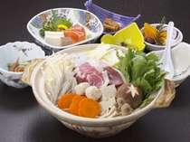 白山の猟師が捕ったイノシシと白山名物縄で縛っても崩れないくらい堅い堅豆腐の味噌煮込み鍋。