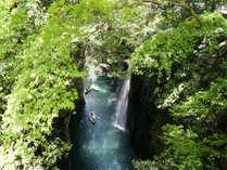 日本の滝百選にも選ばれた真名井(マナイ)の滝。高千穂町は高速道路利用で2時間です。
