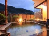みなかみの山々を望む開放的な絶景露天風呂「山の湯」の露天風呂