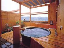 信楽焼の露天風呂。ゆっくり気ままに自分達のだけの露天風呂満喫。