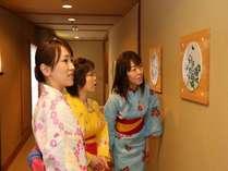 館内には大女将の陶芸品が飾られています