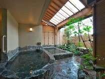 カップルはもちろんご家族にも人気です。貸切露天風呂:『菊花の湯』