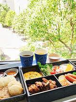 客室でゆっくり召し上がりたい方には、客室専用テイクアウト朝食(和食または洋食)をご用意しております。