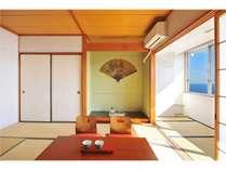 8畳和室:緑の床の間・扇