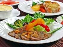 黒毛和牛や信州サーモン等素材を生かしたお料理を心がけています。