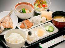 四万十海苔の佃煮や、土佐沖獲れの焼き魚が嬉しい【和朝食】