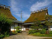 本館の茅葺屋根家●一棟貸しでご家族やグループにオススメです♪昔ながらの佇まいにワクワク♪