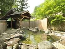 ②【川龍】】ドアを開けると正面に渓流が望める真に『The露天風呂』です。貸切で贅沢にご利用下さい♪