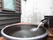 信楽焼露天風呂:3月下旬~12月下旬の期間にご利用いただけます