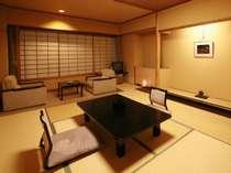 本館客室11畳。