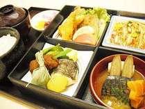 ■地元食材たっぷりの和食弁当 季節・日にちにより内容が替わります