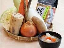 【朝食バイキング】根菜の旨みたっぷりの食べ応えのあるお味噌汁。味噌は地元呉の「よしの味噌」です。