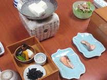 【朝食一例】湯豆腐や京野菜を使ったおばんざいなど、京都らしい和朝食