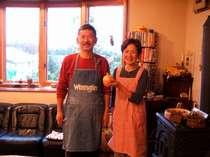 [写真]素敵なオーナー夫妻が笑顔で出迎える高原のペンション