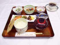 *【朝食/一例】ご朝食はチェックイン時にお選びいただけます。(写真は和定食)