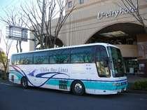 ホテル⇔成田空港間は無料シャトルバス(定時運行)あり。大きな荷物も楽々♪所要時間は約25分