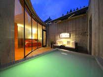 306号室 プライベートな中庭には露天風呂