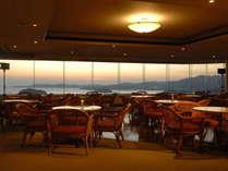 【10階スカイラウンジからの眺望】最上階にあるスカイラウンジは、360度の絶景を楽しめます。