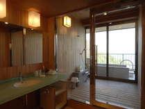 【露天風呂付客室】お部屋に露天風呂がついた特別室です。
