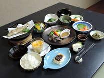 *[お料理]信州の食材や味覚を取り揃えた季節のお料理(一例)