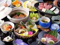 黒毛和牛・馬刺し・鰻の柳川鍋などのメインが並ぶ会席料理