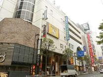 同ビルには中華レストランや焼き肉店、パブなどが入居しています