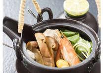 松茸の土瓶蒸し:松茸の香りの高さを是非ご堪能ください。