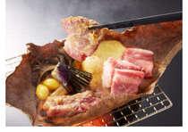 「秋田由利牛の朴葉味噌焼き」香ばしい味噌の香りと口の中でとろける食感をお楽しみください