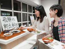 朝食は、東館2階「匠茶屋」ゆったりお席にて和食と洋食バイキング!