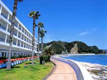 ★鴨川シーワールドヘ車約10分。ホテル目の前に広がる海。朝夕日を望むオーシャンビューは絶景です。