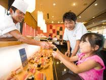 ★ご夕食では、お寿司やお刺身をご提供しております♪職人が握ります♪