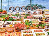 自慢のディナーバイキングでは、地魚の刺身や、握り寿司や揚げたて天ぷらなどがお楽しみ頂けます。