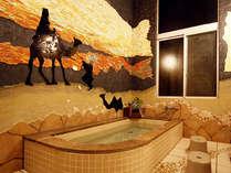幻想的な「月の沙漠」風呂
