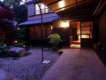 日間賀島の路地裏 隠れ家的な宿